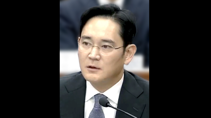 Korea Płd. Był oskarżony o łapownictwo. Szef Samsunga wyjdzie warunkowo z więzienia