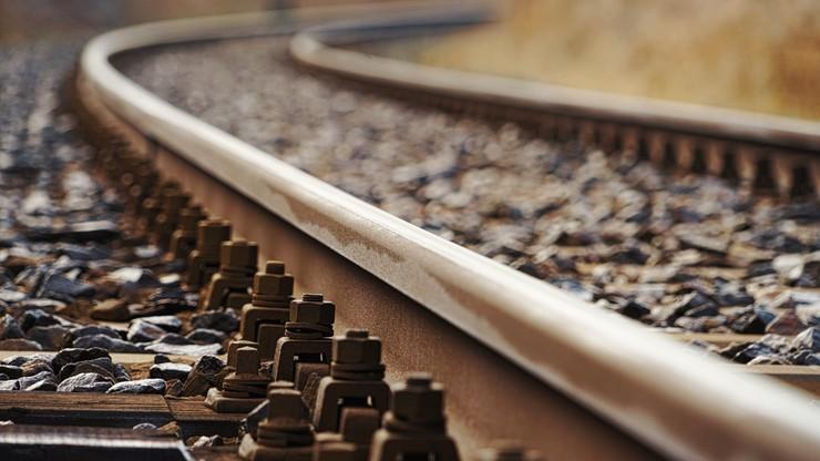 Borkowice: samochód wjechał pod pociąg. Zginął kierowca