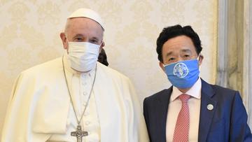 Papież Franciszek w maseczce. Pierwsze takie zdjęcie głowy Kościoła
