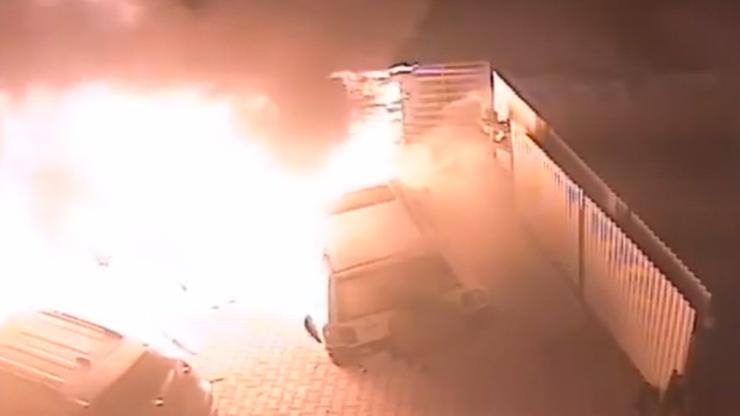 Wybili szyby, później podpalili auta. Co będzie dalej?