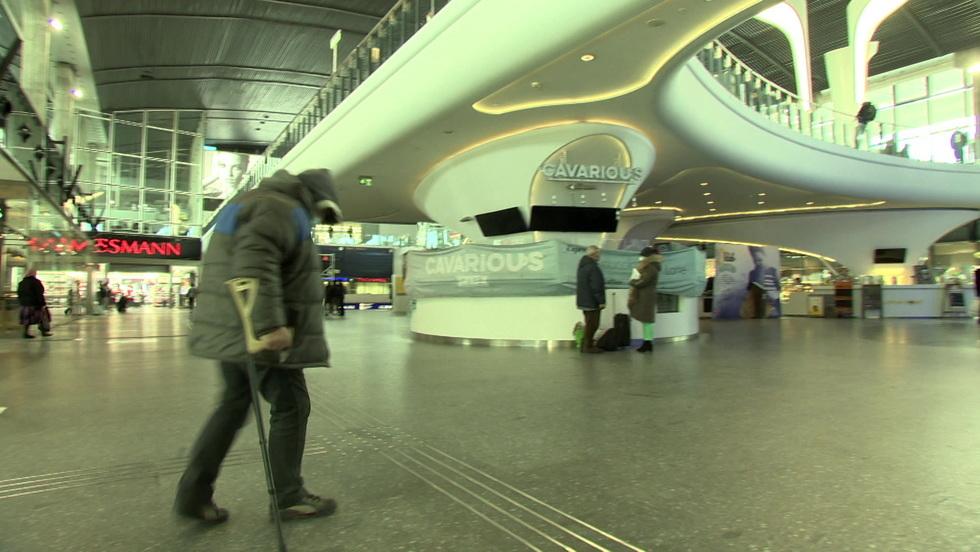Interwencja - Szokujące nagranie. Tak ochroniarze z Dworca Centralnego obrażali Białorusina